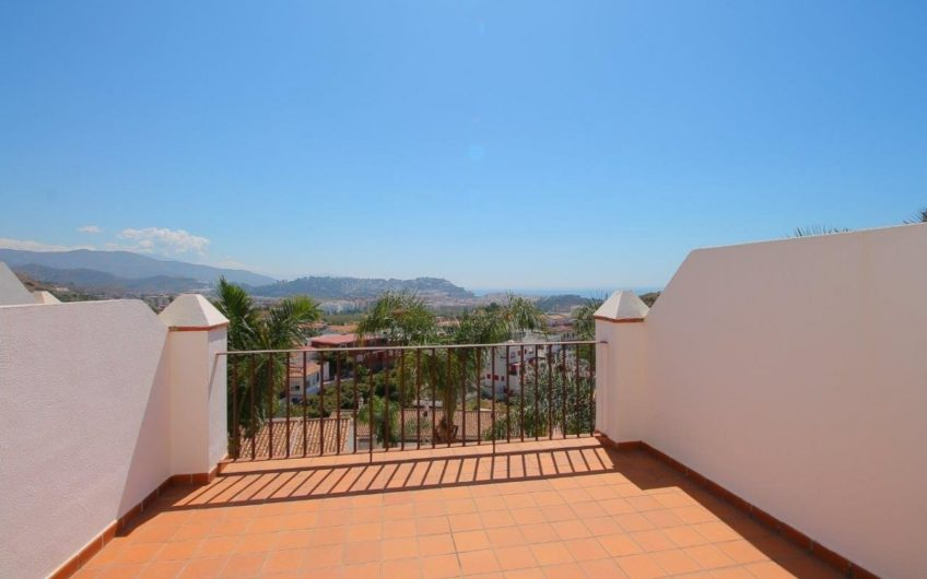 SEMI-DETACHED HOUSE WITH IMPRESSIVE VIEWS !!