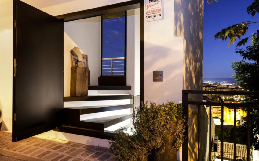 Do you want a movie house? Awesome views, luxury qualities. Elegance and comfort